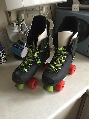 a pair of mens.boys ROCES roller skates invgc uk size 7.5 europe 41