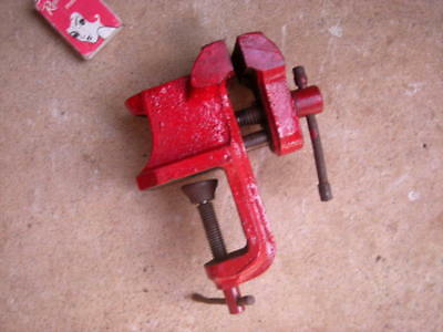 Vintage D & D Small BENCH VICE With Flat 'Anvil' Section - Engineering, Workshop