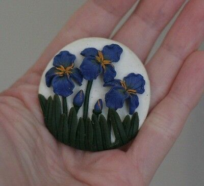 Vintage White Blue Flowers Green Grass Plastic Art Deco Round Pin Brooch School
