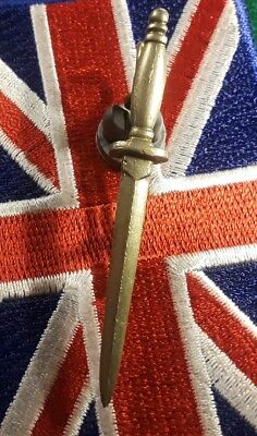 WW II   Commando Officers Dagger Cap Badge