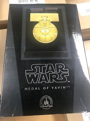 2018 Disney Parks Star Wars A New Hope ANH Medal of Yavin Movie Prop DISNEYLAND