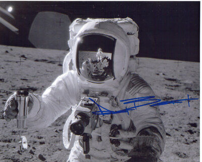 ALAN BEAN (1932-2018) 8x10 Photo SIGNED NASA Astronaut 4th Person Walk on Moon