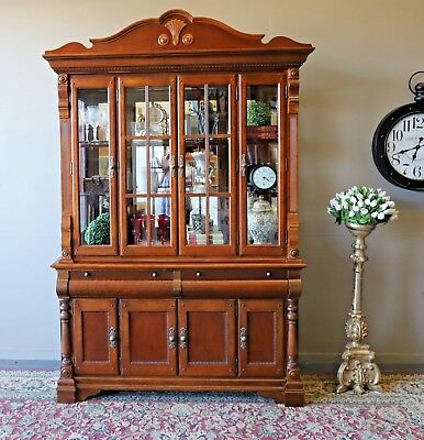 Absolutely Beautiful French Style Timber Sideboard Cabinet Cupboard Buffet Hutch
