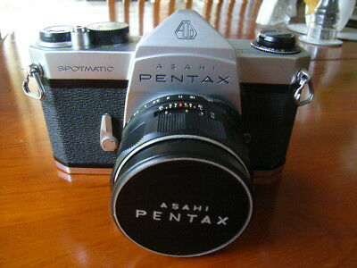 PENTAX ASAHI SPOTMATIC SP 35 MM SLR FILM CAMERA WITH 1: 1.8 mm LENS + LENS HOOD.