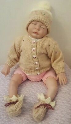 Baby Girl Christmas Pudding Outfit cardigan Hat Booties hand knitted 0-3months