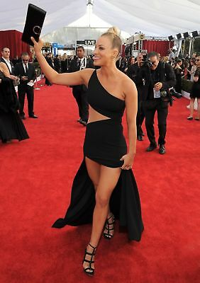 Kaley Cuoco Waving With The Bag In His Hand 8x10 Glossy Photo Print