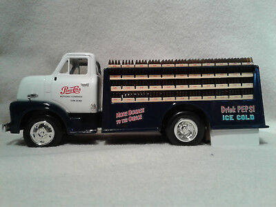 Ertl F913 Pepsi Cola 1953 Ford Bottle Truck 1/30th Scale