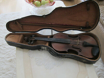 Vintage Antique Violin with Antique Carrying case and Bow.