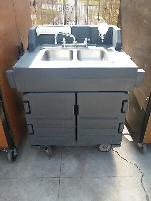 Cambro KSC402 Portable Kiosk Hand Sink Wash Cart Hot & Cold Water Station