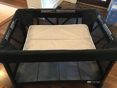 4moms breeze playard with gray mattresses and sheets in immaculate condition