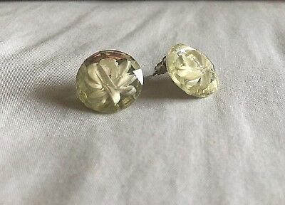 VINTAGE! Beautiful 1950's/1960's Yellow with a White Flower Stud Earrings!