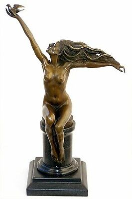 Super ART DECO Bronze AKT MIT TAUBE sign. GENNARELLI