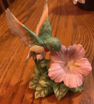 Homco Ruby Throated Hummingbird Bird Figurine 1429 Hibiscus Flower