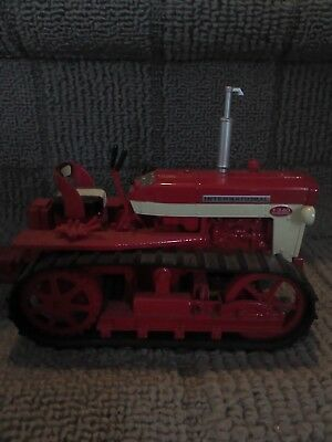 international harvester crawler T340 by ertyl, scale 1/16 in great condition