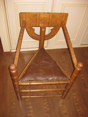 Neo-Gothic 3-Legged Oak Chair Vintage Antique Monks Stool German from Worpswede