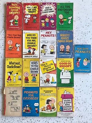 Lot of 17 Vintage Paperback Books Charlie Brown Snoopy Charles Schulz Peanuts