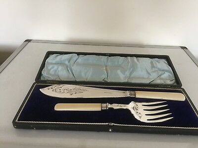 Lovely Cased Silver Plated Set Of Fish Servers C/w Ivorine Handles (Fss 82E)