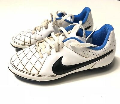 CHAUSSURES DE FOOT NIKE TIEMPO TAILLE 32 CRAMPONS FOOTBALL