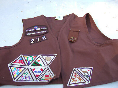 Girl Scouts Medium Brown Uniform 37 Patches Nicely Sewn On One Pin Back Scouts