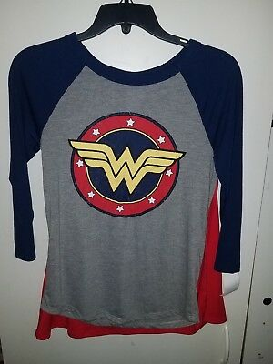 756a88479e438 Women s DC Comics Wonder Woman Halloween Graphic Cape T-Shirt (Juniors) XS