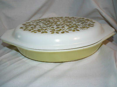 Vintage Pyrex 1.5 Quart Yellow/green Berries Covered  Divided Oval Casserole