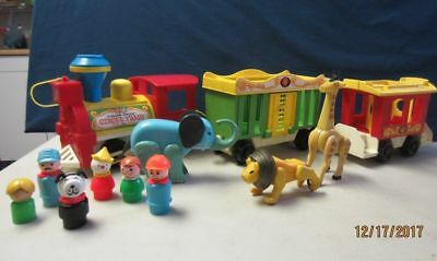 Fisher Price Circus Train Play Family #991 Engine, 2 Cars, 6 People, 3 Animals