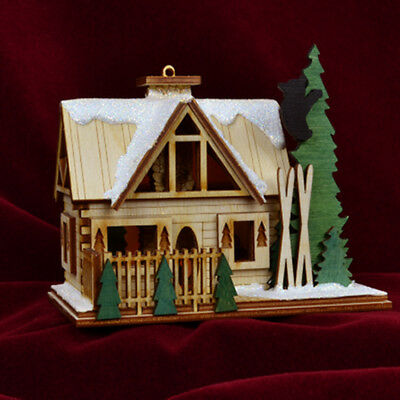 Ginger Cottages Santa's Ski Lodge GC126 NIB