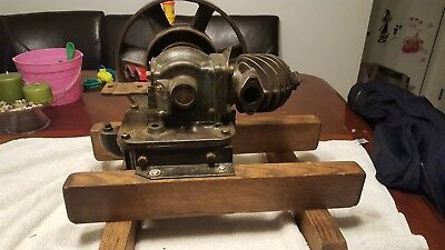 Associated MFRS Co 3/4 hp antique hit and miss motor.