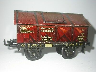 Bing wagon with opening gaps. Length 14 cm. Probably from the 30's