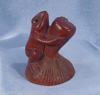 Japanese Netsuke Hand Carved Boxwood Frog No.1 Frog on Toadstool
