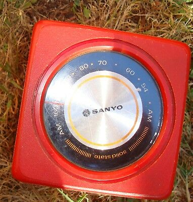 SANYO red transistor Radio MW Cube model RP 1711 looks like a dice