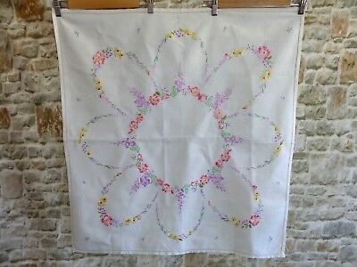 STUNNING VINTAGE LINEN HAND EMBROIDERED TABLECLOTH FLORALS/flowers