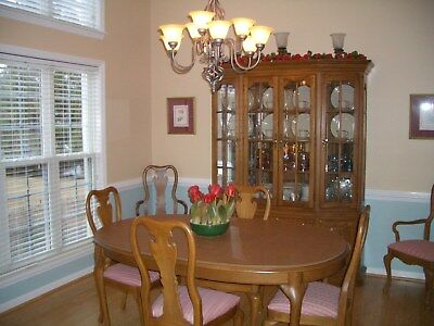Vintage American Oak Collection by Thomasville Dining Room Suite