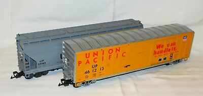 LGB 2x US Güterwagen Union Pacific (Art. 40933 und 41820) Metallradsätze