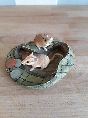 Country artists Mice in cap