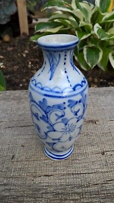 Chinese small vase very ornate blue and white 19th century ? hand painted