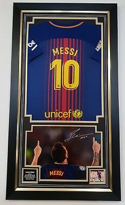 LIONEL MESSI of Barcelona Signed Photo and Shirt Jersey  Autographed Display