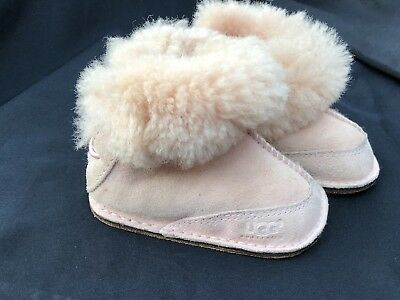 0c2d3a68ff1 BABY UGGS SIZE Small 2/3 6-12 Months - $23.99 | PicClick
