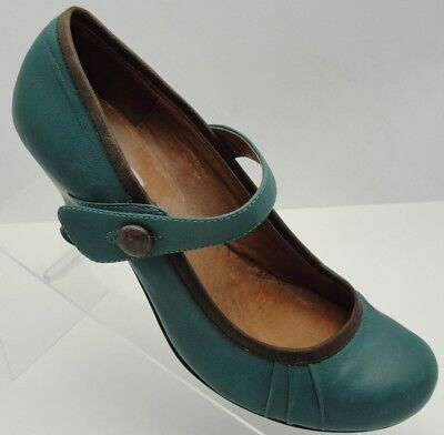 ac670b2be6c Steve Madden Green Leather Heels Mary Janes Button Strap Pumps size 8.5  39