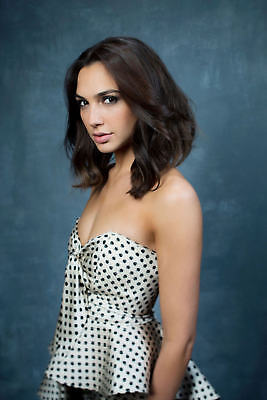 GLOSSY PHOTO PICTURE 8x10 Gal Gadot With Short Hair
