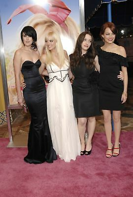 GLOSSY PHOTO PICTURE 8x10 Kat Dennings With Friends