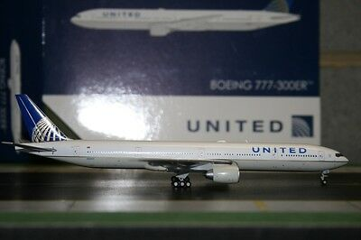 Gemini Jets 1:400 United Airlines Boeing 777-300ER N58031 GJUAL1605 Model Plane