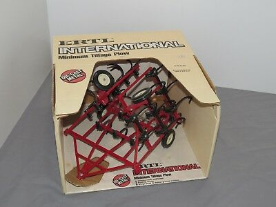 Vintage ERTL International IH Minimum Tillage Plow 1:16 Farm Toy Tractor NIB
