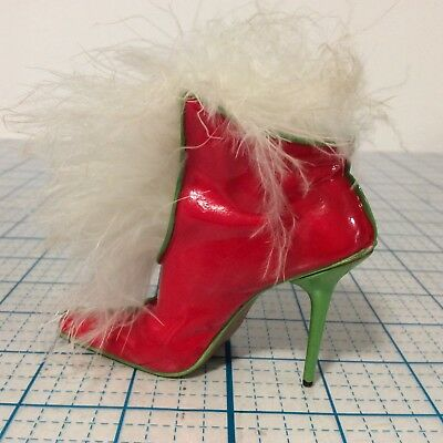 JUST THE RIGHT SHOE Mrs. Claus Snowflake Surprise Shoe Figurine