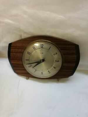 Wooden  Mantle Peice Clock (Electric) Made By Metamec