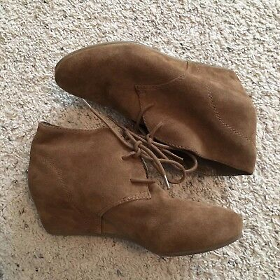 faa1332671a5 NINE WEST Women s 7 JOANIS Bootie Natural Suede Ankle Boots Lace Up