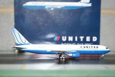 Gemini Jets 1:400 United Airlines Boeing 767-300 N661UA (GJUAL1021) Model Plane