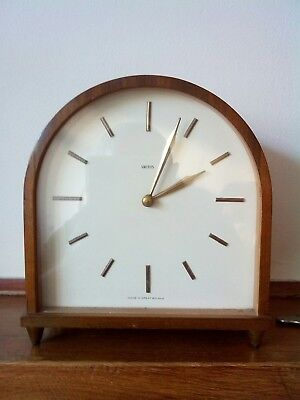 Smiths 8 Day retro mantel clock made in the 1950s in excellent condition.