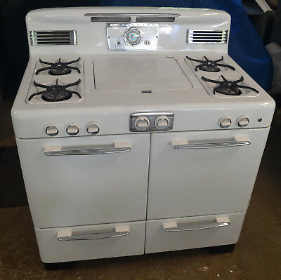 Antique Gas Stove - Universal 1950s - Great condition, White, 40 inch wide