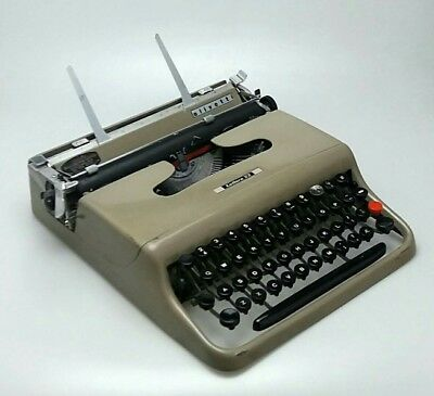 Olivetti Lettera 22 1950s/60s Vintage Portable Manual Typewriter with Carry Case